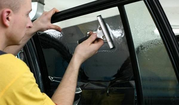 Какой пленкой разрешено тонировать передние стекла и процесс тонировки стекол автомобиля